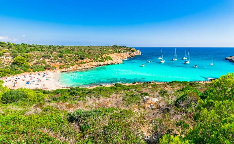 Safe places to anchor your yacht in the Balearics